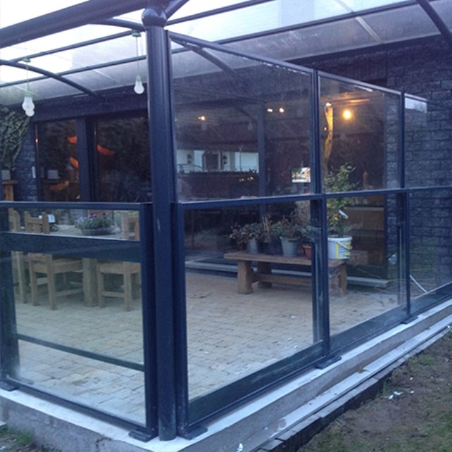 Retractable glass panels HIGH LOW